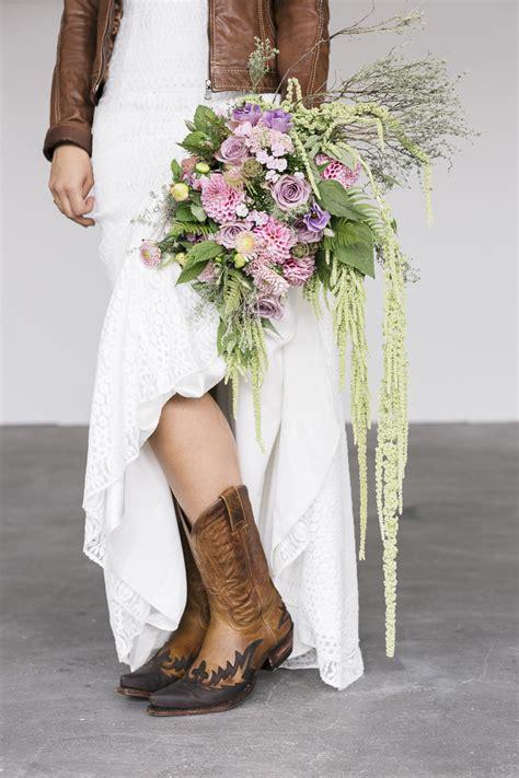Hochzeitskleid Schuhe by Brautkleid Mit Jeansjacke Alle Guten Ideen 252 Ber Die Ehe