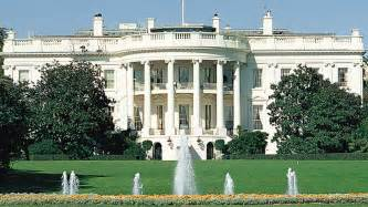 Fence jumper ran through much of main floor of white house