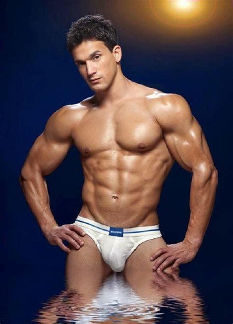 speedo pubic hair man bulge naked jock 体育会系 underwear white and men s pubic hair