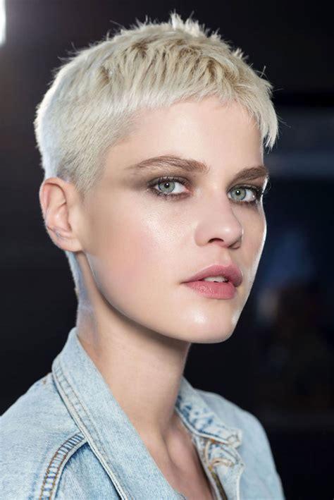 tagli capelli corti dal rasato al bob dal taglio