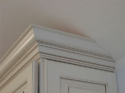 Molding For Kitchen Cabinets by How To Put Crown Moulding On Kitchen Cabinets