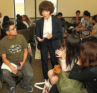 Usc Mba Mor 596 by A Conversation With Lynda Resnick Usc News