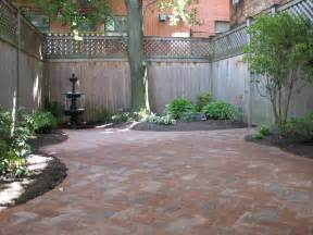 Small Patio Pavers Ideas Patio Made With Pavers Small Courtyard Design Courtyard Paver Patio Designs Interior Designs