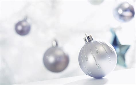 1 white christmas ball christmas ornaments wallpapers hd