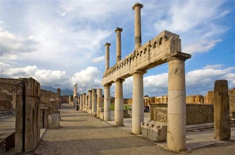 pompeii what to see in only one day practical travel guide for diy travelers books activities in naples italy lonely planet