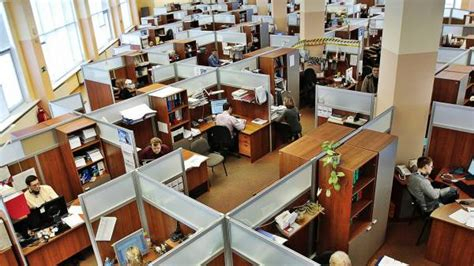 your cubicle doesn t have to be ugly cubicle ideas cubicle decorations cubicle decor shift the culture of corporate health breaking muscle