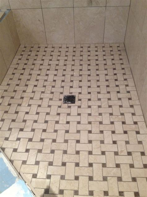 Dusche Bodengleich Fliesen by Shower Floor Tile Wrapping Bathroom Interior In Chic