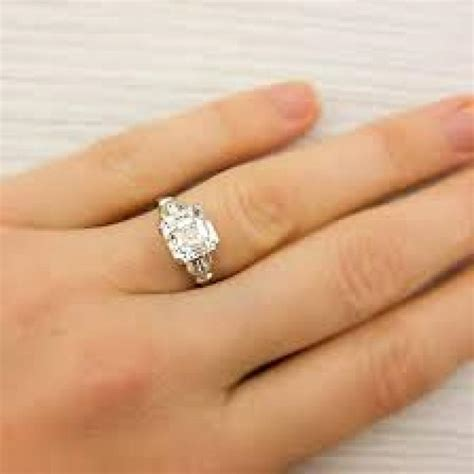 7 cool tricks to pick the right engagement ring that will