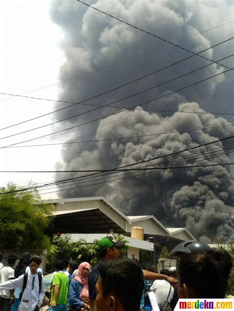 Minyak Kelapa Sawit Di Indonesia foto dahsyatnya kebakaran tangki di pabrik minyak kelapa