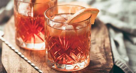 Happy Hour Pomtea Spritzer by Aperitivo A Corte Drink E Musica Alla Reggia Di Caserta