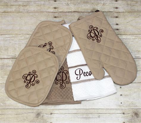 Kitchen Towels Personalized Monogrammed Personalized Kitchen Towel Set By Ohsewcutellc