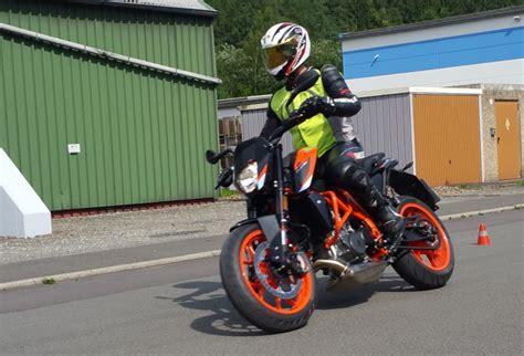 Grundfahrübungen Motorrad by Biker