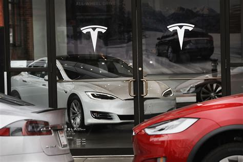 Gm Tesla Tesla Rivals Gm As The Most Valuable Auto Maker In U S Wsj