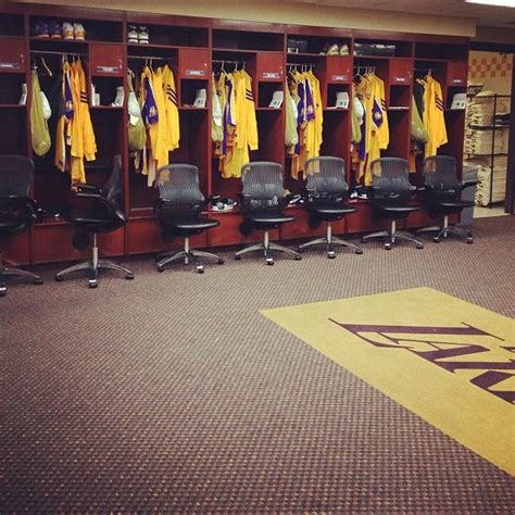 lakers locker room 17 best images about locker rooms on parks football and nyc