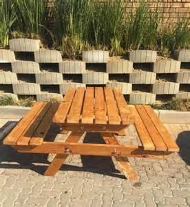 Incroyable Salon De Jardin Palette Bois #5: salon-de-jardin-palette-bois-table-avec-banc.jpg