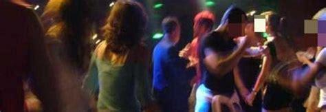 sesso nel bagno intimita nel bagno in discoteca la sedicenne