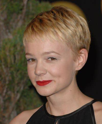 15 best carey mulligan pixie cut short haircutcom carey mulligan s new blonde pixie haircut with high bangs