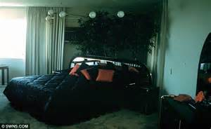 elvis bedroom pictures palm springs love nest elvis presley used to wine and