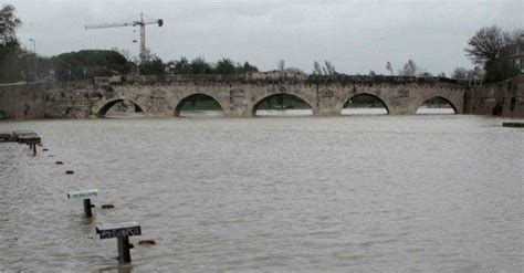 tempo rimini rimini emergenza maltempo allagamenti e fiumi a rischio