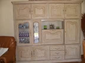 comment repeindre un meuble en bois vernis sans le poncer