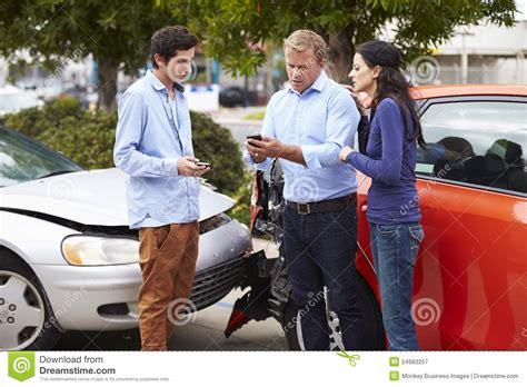 Auto Versicherung 2 Unf Lle by Zwei Treiber Austausch Versicherungs Details Nach Unfall