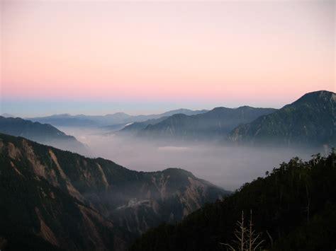 taiwanese mountain file cloud taiwan big snow mountain jpg