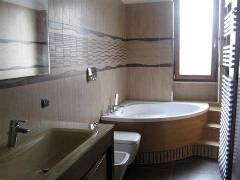 bagno con vasca angolare bagno con vasca angolare e gradini in legno 101074 jpg