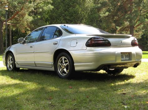 find 02 2002 pontiac grand prix owners manual book guide set w case fast free ship motorcycle service manual find used 2002 pontiac grand 2002 pontiac grand am pictures cargurus