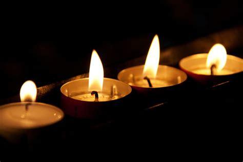 foto candele accese candele accese nel buio immagine gratis domain