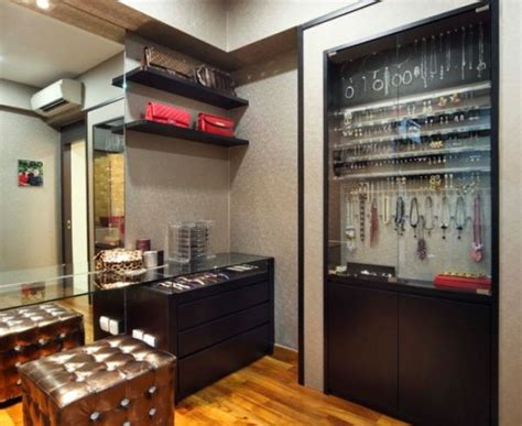 Jewelry Island For Walk In Closet by How To Arrange Your Walk In Closet