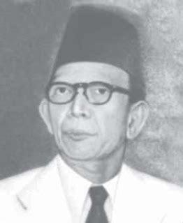 jawaban from ki hajar dewantara s biography how would you describe him ki hajar dewantara life story biography collection