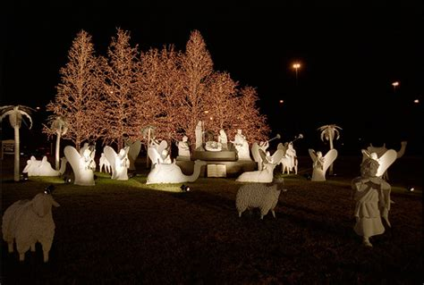 outdoor christmas lights with nativity scene opryland