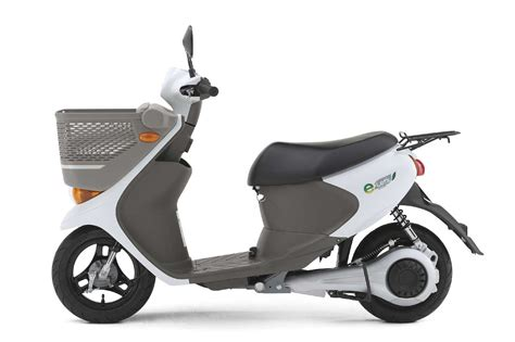 Suzuki Electric Scooter Suzuki E Let S Electric Scooter Coming To Japan Panasonic