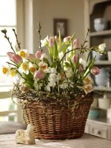 Tulip flower arrangements ideas for spring living room apartment 31