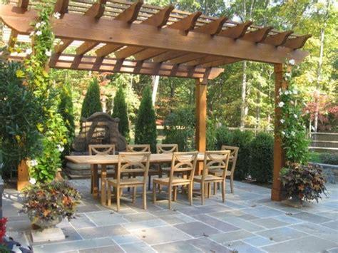 outdoor patio bodenfliesen garten 220 berdachung als eine voraussetzung f 252 r sch 246 ne zeit