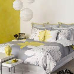 Grey and yellow bedroom for a charming decoration traba
