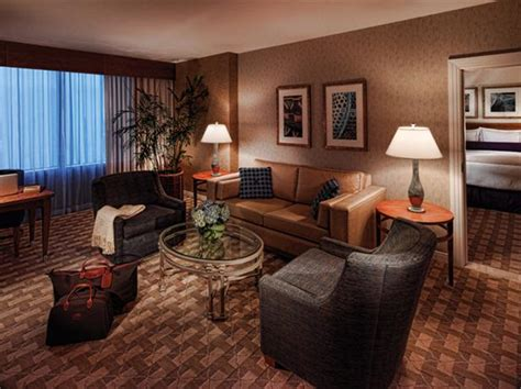 mohegan sun hotel rooms mohegan sun uncasville compare deals