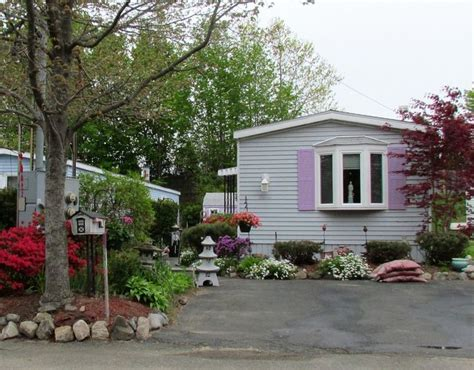 Mobile Home Landscaping Mobile Home With Colorful Landscaping Mobile Homes 2