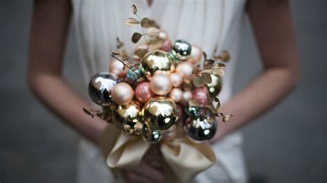 Wedding Bouquet Ornament by Hosting A Beautiful Wedding Candydirect