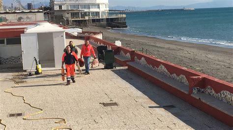 capitaneria di porto salerno salerno surfista in difficolt 224 tratto in salvo dalla