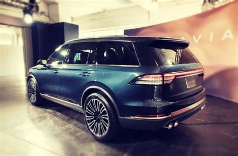 2020 Lincoln Aviator Vs Volvo Xc90 by 2020 Lincoln Aviator Is The New Luxury Three Row Suv