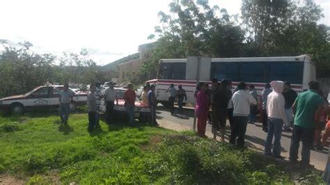 noticias de ixtlahuaca taxistas retienen camiones urbanos en ixtlahuaca e
