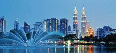 singapore malaysia left malaysia singapore with universal studios chariot
