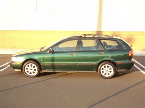 sell used 2000 01 02 03 04 05 volvo v40 s40 wagon one