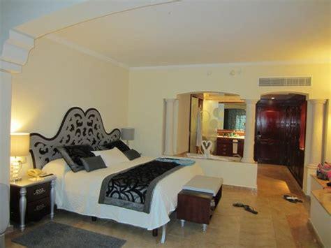 majestic colonial punta cana rooms looking at swim up suite picture of majestic colonial punta cana bavaro tripadvisor