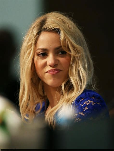 what color is shakira s hair 2015 shakira new haircut shakira hairstyle shakira hair style
