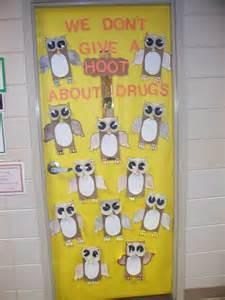 teaching instyle free door decorating