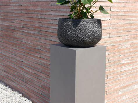 pflanzkübel fiberglas grau podest emporio aus fiberglas in grau metallic bei east