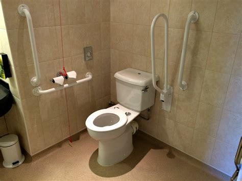 accessible bathrooms for the disabled 3 budget hotels with wheelchair friendly rooms