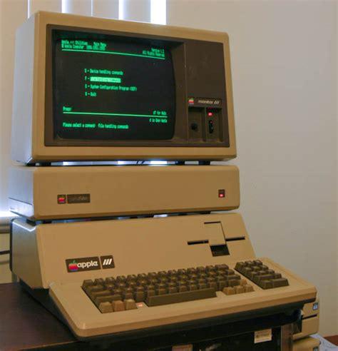 Laptop Apple Yang Kecil berbagi ilmu pengetahuan agustus 2015